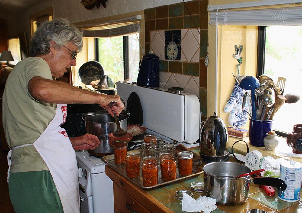 filling-canning-jars