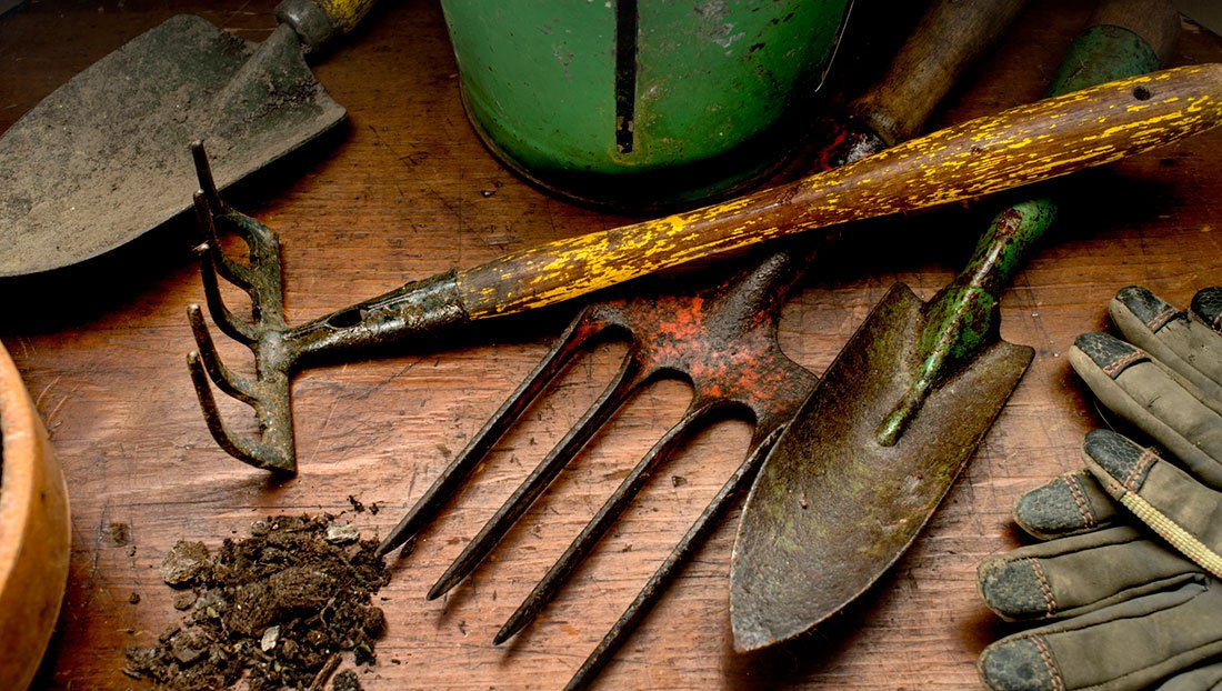 Prepper must haves garden tools the prepper journal for Gardening tools required